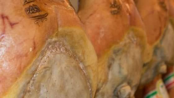 Prosciutto di Parma, la bufera non si ferma: lasciano l'incarico quattro addetti dell'Ipq