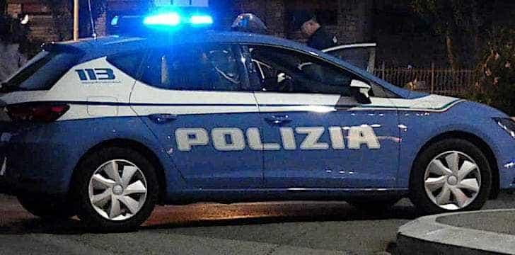 Parma, poliziotto usa le bici di un passante per fermare un ladro in fuga