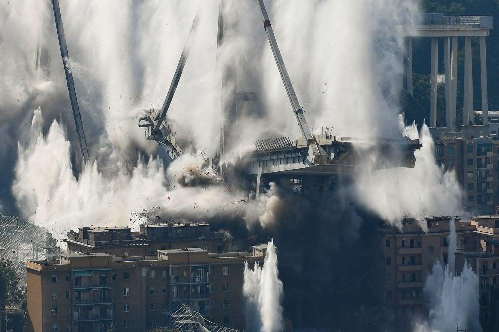 Genova, il parmigiano Coppe ha fatto implodere il ponte Morandi - Foto