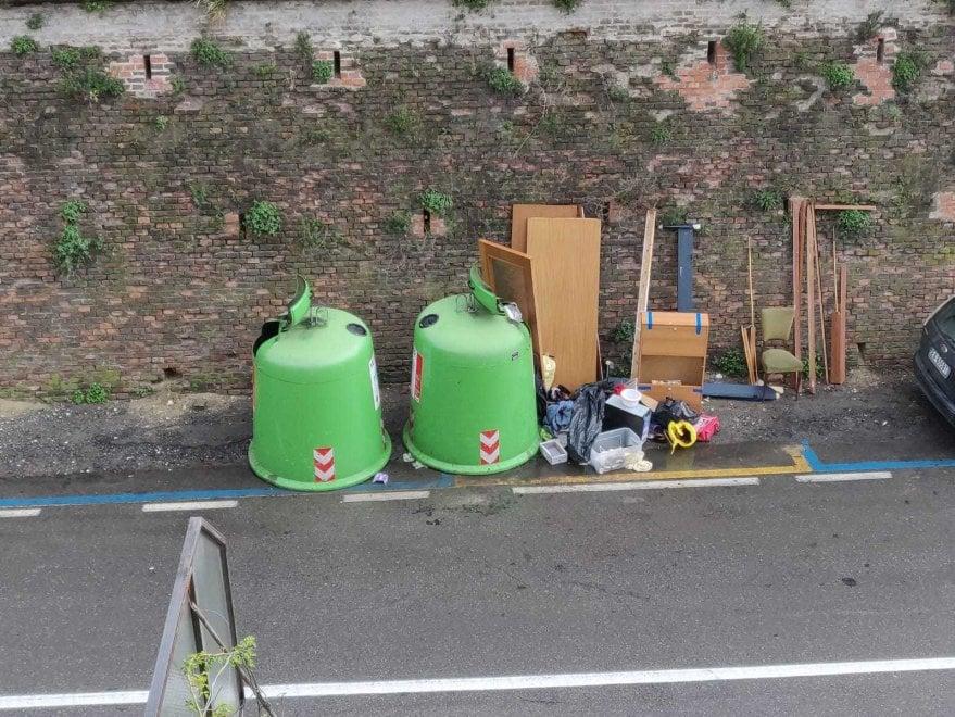"""Rifiuti, un lettore: """"A Parma, in via Palermo, è attiva una nuova 'isola ecologica'"""""""