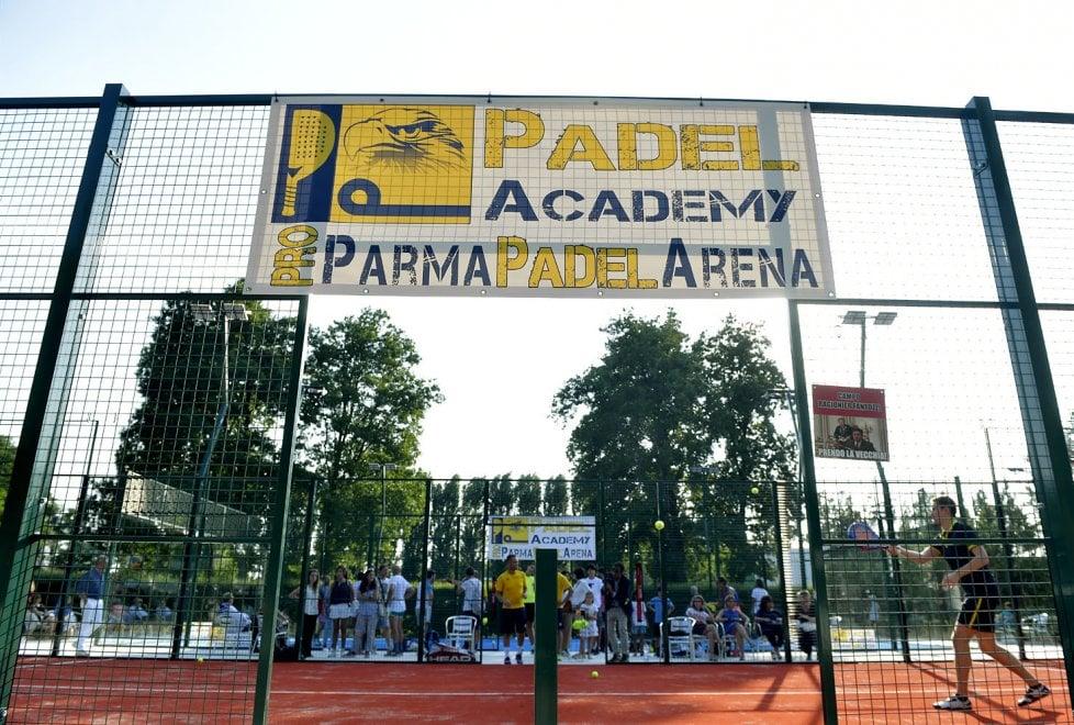 """Una """"gabbia"""" per gli sportivi: a Parma apre la prima Padel Arena"""