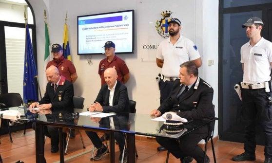 Parma, i poliziotti in congedo a presidio di piazza Duomo e della Pilotta