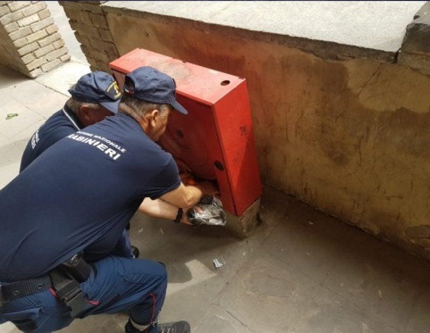 Parma, la droga nascosta nel portico del palazzetto Eucherio Sanvitale