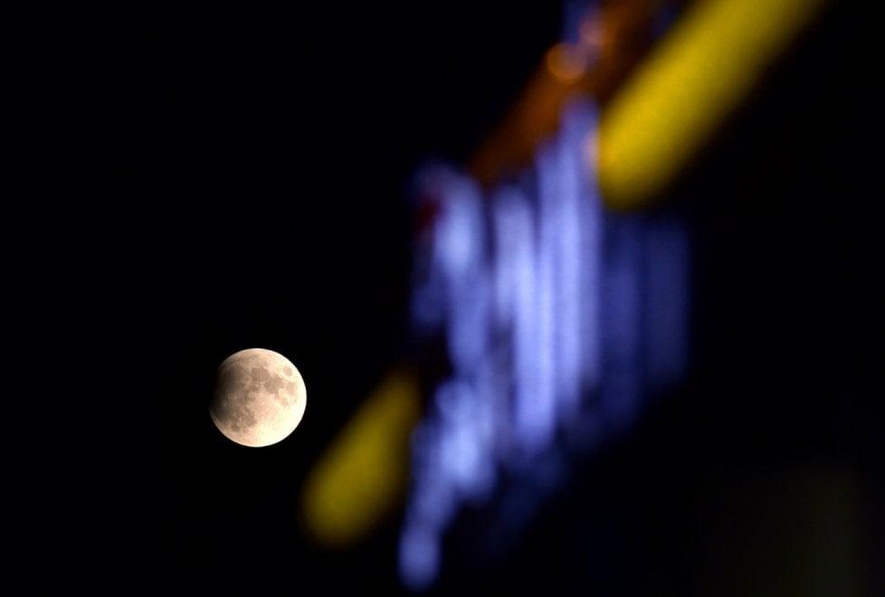 Eclissi lunare nel 50esimo anniversario della missione Apollo 11