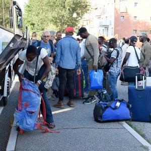 Richiedenti asilo, il tribunale di Parma  ordina l'iscrizione anagrafica al Comune