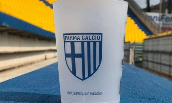Parma-Juventus, in curva arrivano i bicchieri di plastica lavabile
