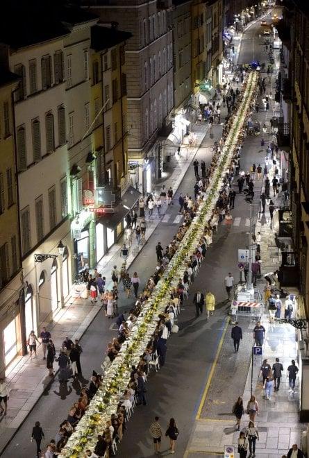 Parma, la Cena dei mille illumina il centro della città - Foto