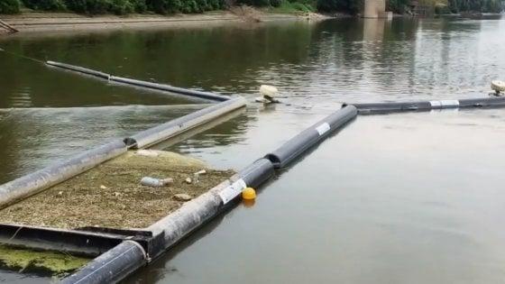 Barriere blocca rifiuti a Colorno contro l'inquinamento del Po