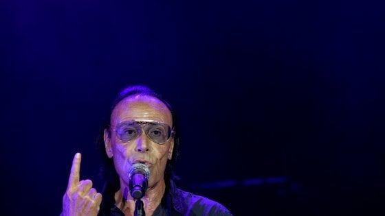 """Parma, Venditti dopo il concerto: """"Ci hanno tagliato la luce, pazzesco"""""""