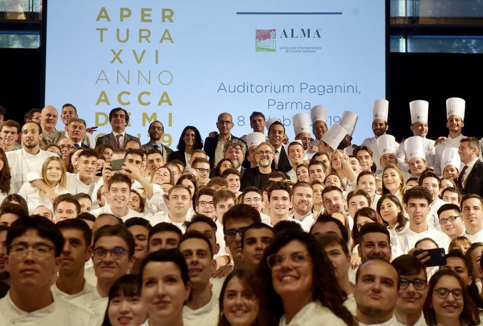 Parma, Massimo Bottura guida l'esercito di Alma - Foto