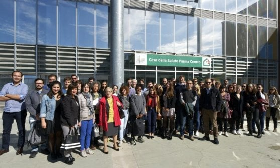 Badante di condominio e Case della salute: Parma fa scuola in Svezia e Francia