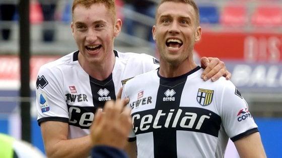 Parma, che beffa. Dzemaili salva il Bologna all'ultimo secondo