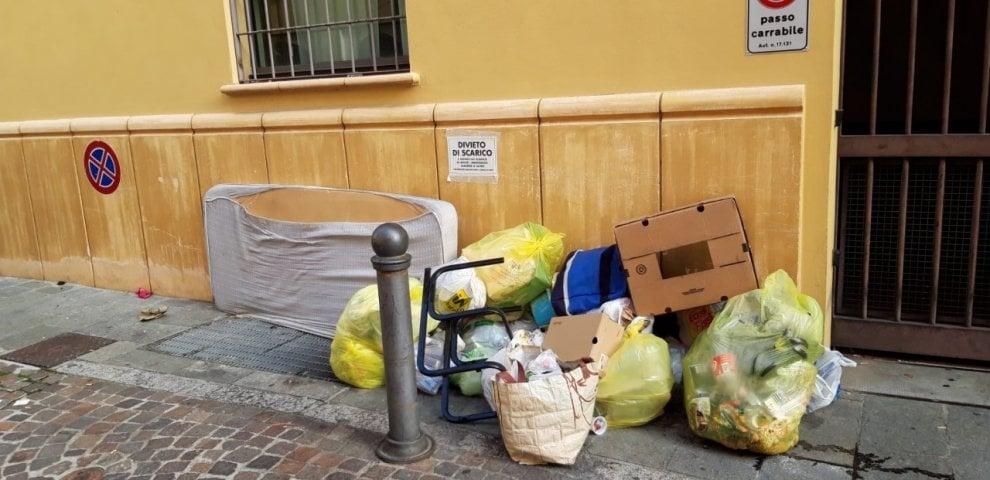 Ratti e rifiuti, la discarica in borgo Gazzola - Foto