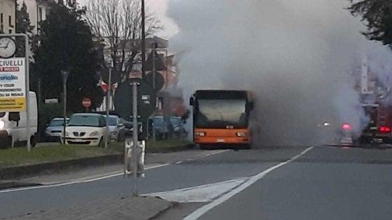 Fidenza, bus della linea Tep a fuoco: studenti illesi
