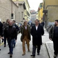 Parma, Fiore (Forza Nuova) presenta la denuncia contro Pizzarotti. Sindacati: