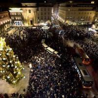 Parma, piazza piena per l'accensione dell'albero di Natale - Foto