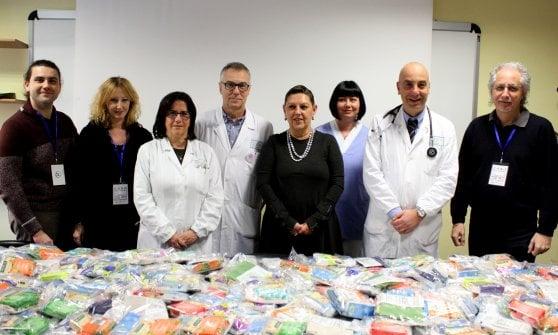 Parma, doni e sorrisi all'ospedale dei nonni al Barbieri