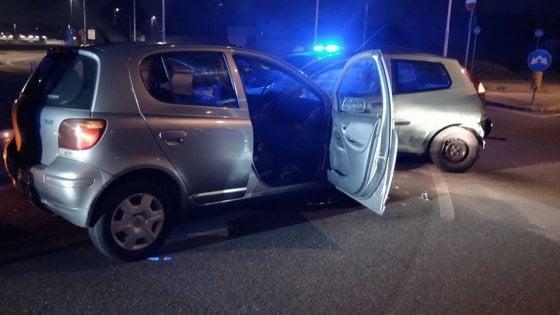 Parma, resa dei conti in auto davanti alla sede della polizia: arrestati
