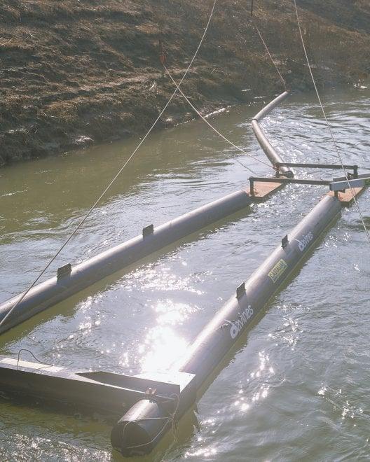 Sacca di Colorno: le barriere blocca plastica nel fiume - Foto