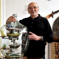 """Navi in bottiglia, l'hobbista da record: """"La mia collezione per Parma"""" - Foto"""