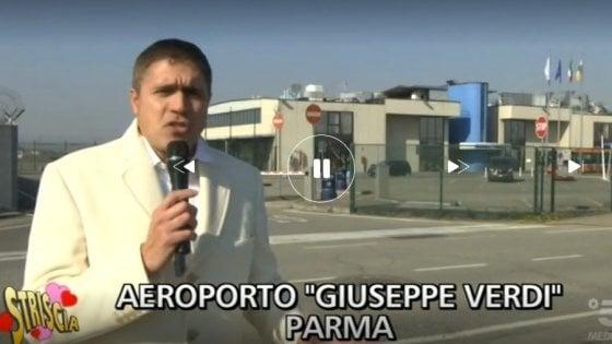 """Parma, all'aeroporto """"atterra"""" Striscia la notizia"""
