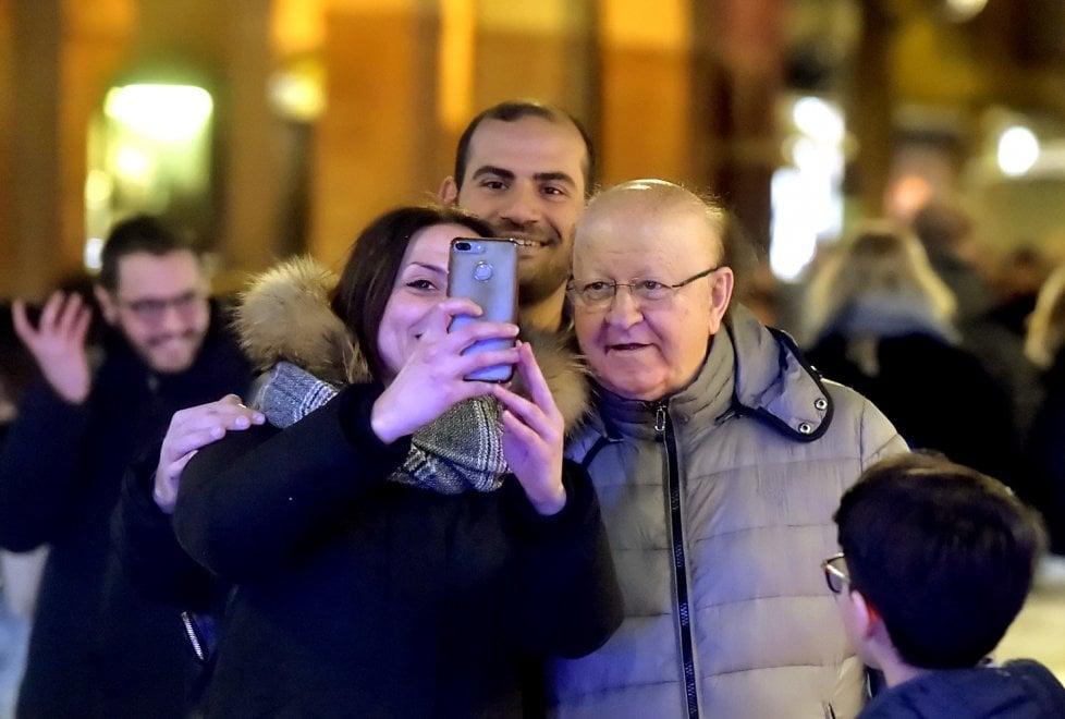 Parma, all'ora dell'aperitivo spunta Massimo Boldi - Foto