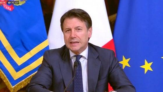 """Coronavirus, Conte: """"Chiudere ogni attività produttiva non necessaria in tutta Italia"""""""