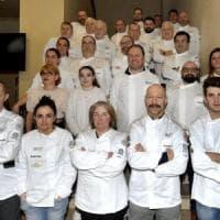 Parma, gli chef cucinano per medici e infermieri: