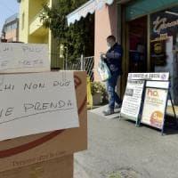 Coronavirus, a Parma la raccolta alimentare per chi ha bisogno si fa in edicola
