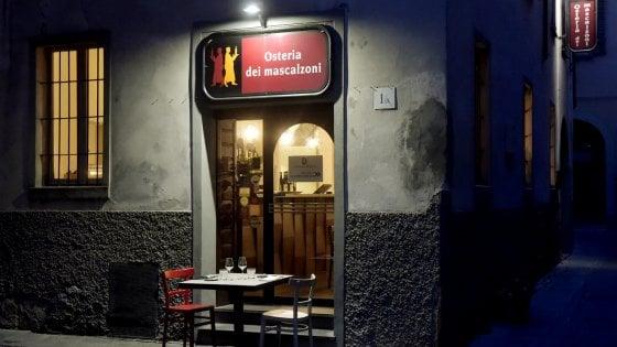 Parma, tavoli in strada: è la protesta dei ristoratori contro la chiusura