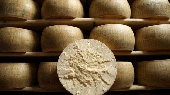Parmigiano, 3,75 milioni di forme nel 2019: è record. Covid, preoccupa l'export