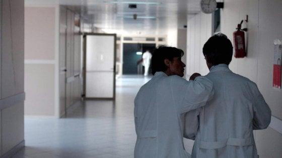 Parma, dal  1° giugno prenotazione in farmacia per urgenze brevi e per i prelievi alle donne in gravidanza