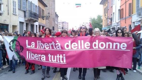 """Parma, la spesa solidale della Casa delle donne: """"Da una scintilla è nata una gara per aiutare"""""""