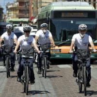 """Parma, gli agenti """"bikers"""" pedalano per la sicurezza - Foto"""
