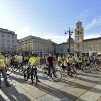 Meno auto più bici: a Parma il flash mob dei ciclisti  - Foto