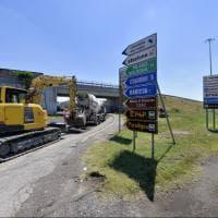 Viabilità, nuovo asfalto nella rotatoria del casello A1 a Parma