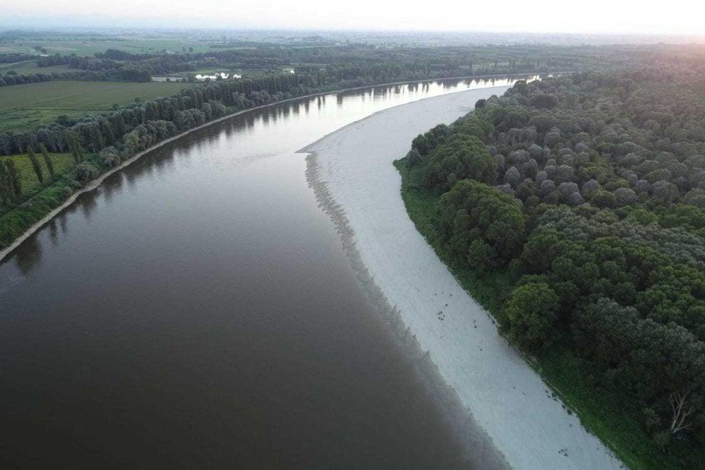 Spiagge bianche e vegetazione: il Po visto dal drone è uno spettacolo della natura