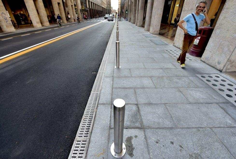 Parma, marciapiede più largo e colonnotti: è la nuova via Mazzini