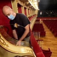 Parma, al Regio si torna in sala: montate le protezioni anti Covid