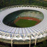 Fa parapendio e finisce sul tetto dello stadio Olimpico: falso allarme