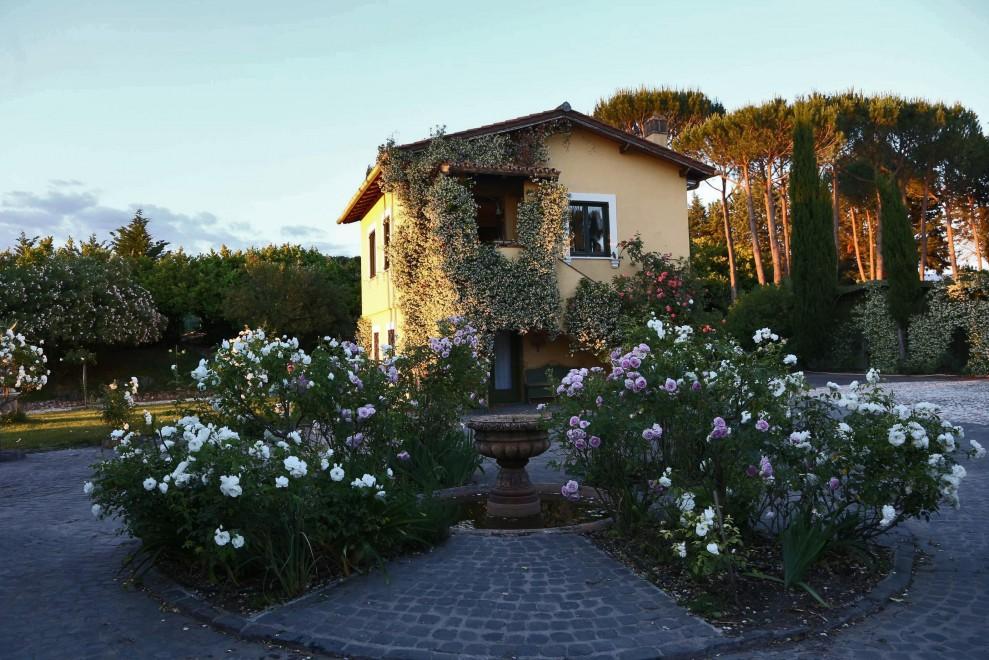 Rapina per un milione di euro in casa della contessa Carla Bonardi Powell