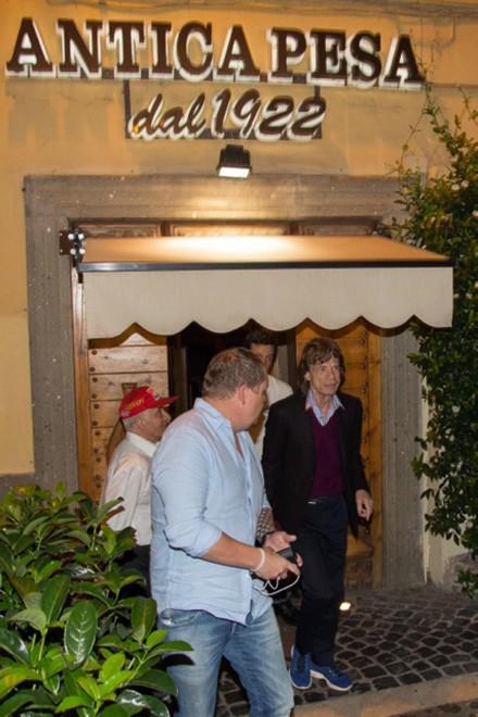 Stones, Jagger a cena a Trastevere con Tornatore: carbonara e vino rosso