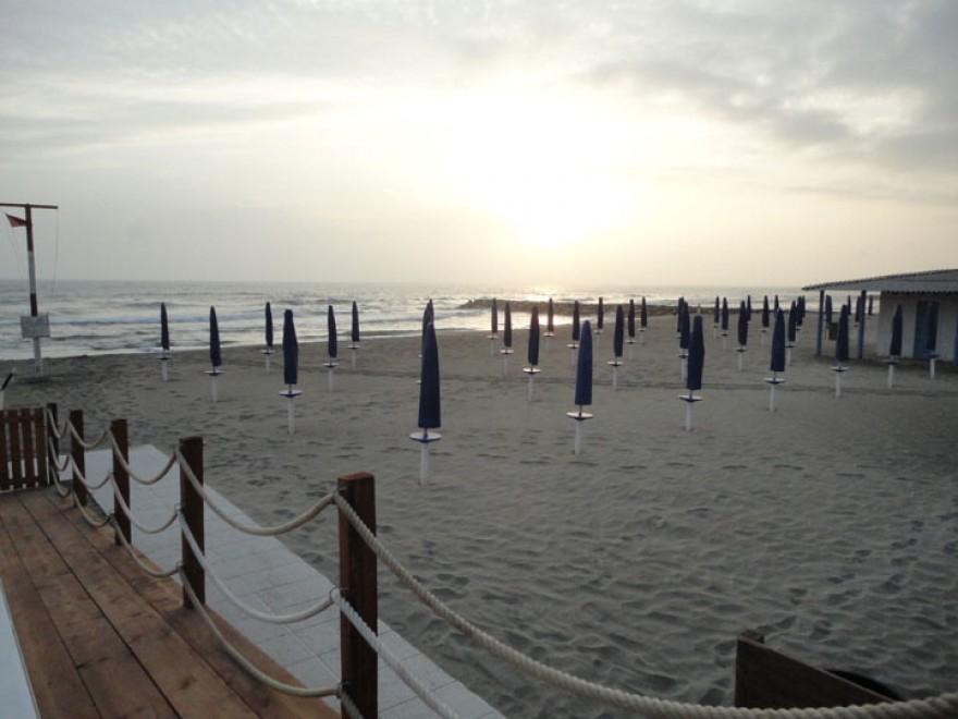 Matrimonio Spiaggia Fiumicino : Fiumicino al via location per i matrimoni in spiaggia