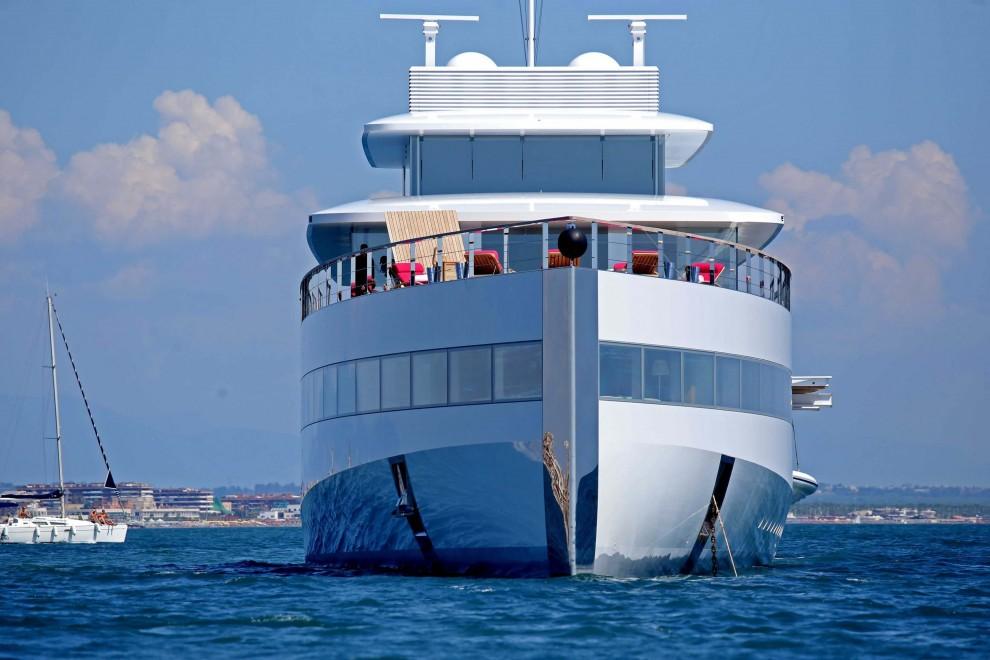 ostia arriva venus lo yacht di steve jobs 1 di 11