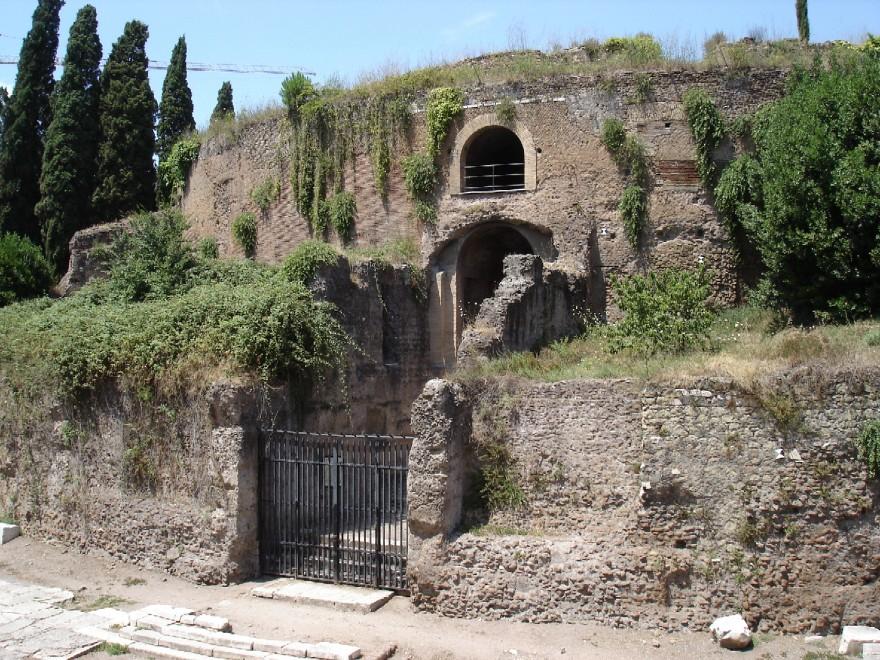 Roma festeggia il bimillenario di Augusto: nuovi percorsi, restauri e app, ma il mausoleo resta chiuso