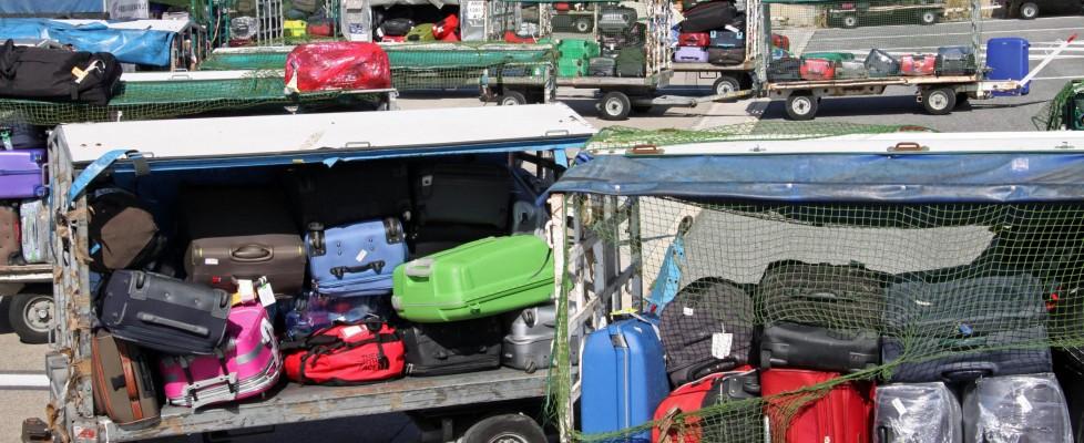 Fiumicino, 'sciopero bianco' dei lavoratori Alitalia: centinaia di valigie bloccate e caos