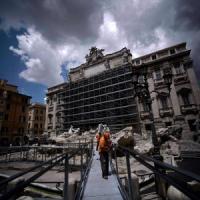 Fontana di Trevi, in un mese 250mila turisti sulla passerella del restauro