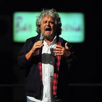 """Grillo chiama i Rolling Stones: """"Tornate al Circo Massimo con i Cinque Stelle"""""""
