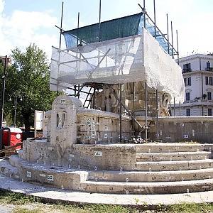 """Smontata la fontana delle Anfore: """"A dicembre in piazza Testaccio"""""""