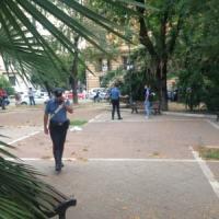 Prati, quattro carabinieri accoltellati in strada